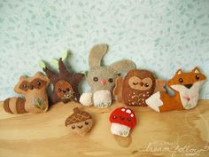 Cute felt woodland critters.  Too Cute! This would be a fun Handicraft to try out!