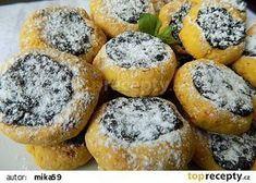 Mrkvové minikoláčky s povidly recept - TopRecepty.cz Waffle Iron, Sweet Desserts, Healthy Baking, Sugar Free, Waffles, Sweet Tooth, Cheesecake, Food And Drink, Yummy Food