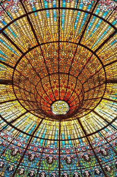 13 of the World's Most Breathtaking Stained-Glass Windows - Palau de la Música Catalana, Barcelona, completed by Catalan Art Nouveau architect Lluís Domènech i Montaner in 1908 Stained Glass Church, Stained Glass Angel, Tiffany Stained Glass, Stained Glass Windows, Medieval Stained Glass, Window Glass, Glass Partition, Tiffany Glass, L'art Du Vitrail