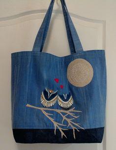 """Sac """"Hiboux amoureux"""".  La lune et la branche ont été taillés dans un échantillon de tissu à rideaux. (21-15) Denim Handbags, Nylons, Old Jeans, Denim Bag, Bargello, Couture, Craft Items, Textiles, Purses And Bags"""