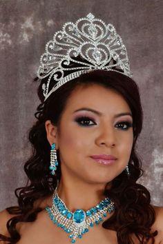 Find quinceanera tiaras and quinceanera crowns that will make you feel like a queen! Estas coronas para quinceanera estan bellas!