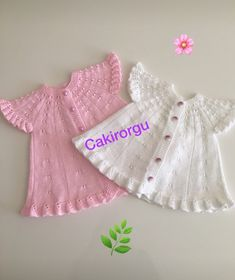 This Pin was discovered by Neş Baby Cardigan Knitting Pattern, Baby Knitting Patterns, Casual Hijab Outfit, Crochet Wool, Beanie, Baby Shower Dresses, Most Beautiful Dresses, Girls Sweaters, Kind Mode