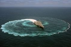 USS Independence demonstrates its maneuvering capabilities. | Flickr - Photo Sharing!