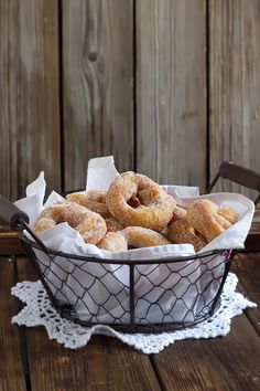 Rosquillas abizcochadas caseras | Yerbabuena en la cocina Homemade Donuts, Homemade Biscuits, Homemade Cakes, Donut Recipes, Mexican Food Recipes, Cookie Recipes, Pan Dulce, Fondant Cakes, Cupcake Cakes