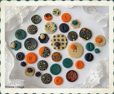 Love the squares Baking Clay, Arts And Crafts, Diy Crafts, Polymer Clay Beads, Vintage Buttons, Sewing, Clay Ideas, How To Make, Accessories