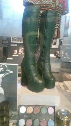 Biba display at Museum of London Biba Fashion, 70s Women Fashion, Seventies Fashion, Retro Fashion, Vintage Fashion, Vintage Boots, Vintage Outfits, 70s Shoes, 20th Century Fashion