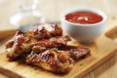 Wanna make Instant Pot Schezwan Chicken Wings? Oh and I also have FREE pressure cooker recipes especially for you :) Korean Chicken Wings, Garlic Chicken Wings, Sriracha Chicken, Bbq Chicken, Sriracha Wings, Chicken Skewers, Buffalo Chicken, Crispy Chicken, Appetizer Recipes