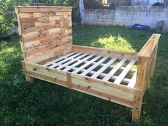 DIY pallet bed frame for your bedroom - Diy Pallets Wooden Pallet Beds, Pallet Bed Frames, Wooden Pallet Crafts, Diy Pallet Bed, Pallet House, Diy Bed Frame, Diy Pallet Projects, Wooden Diy, Bed Pallets