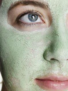 Argila verde no rosto elimina cravos e espinhas; dermatologista ensina a usar - Vix Diy Skin Care, Skin Care Tips, Organic Skin Care, Natural Skin Care, Best Hydrating Face Mask, Beauty Skin, Health And Beauty, Tips Belleza, Skin Brightening