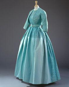 Regina Elisabetta: tutti i suoi abiti in mostra per festeggiare il novantesimo compleanno  - Gioia.it