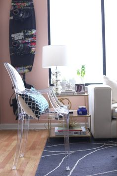 Blushing over this living room makeover sneak peek from @mystylevita.