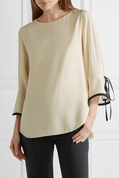 Ivory and black silk crepe de chine Button-fastening keyhole at back 100% silk Dry clean Made in France