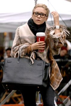 Ashley Olsen - Glasses, poncho and a trademark starbucks. Love this style. Such a natural beauty. Ashley Olsen, Kate Olsen, Looks Chic, Looks Style, Style Me, Winter Wear, Autumn Winter Fashion, Winter Style, Fall Winter