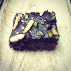 Saftige Brownies mit Datteln - VEGAN - Holla die Kochfee