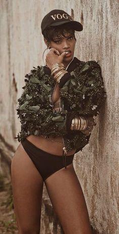 Rihanna ♡ Pinterest : @uniquenaja ♡