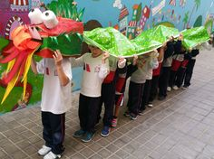 Chinese new year dragon Chinese New Year Crafts For Kids, Chinese New Year Dragon, Chinese New Year Activities, Chinese Crafts, New Years Activities, Chinese New Year 2020, Art For Kids, Activities For Kids, New Year's Crafts