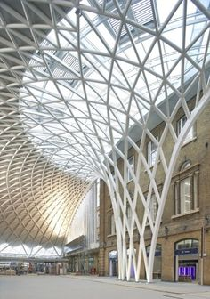 + partners: king's cross station in london steel tree columns radiate upward into a single-span roof structure; King's cross station, eel tree columns radiate upward into a single-span roof structure; Architecture Design, London Architecture, Beautiful Architecture, Contemporary Architecture, Architecture Geometric, Canopy Architecture, Futuristic Architecture, Landscape Architecture, Roof Structure