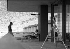 Ακμαίος και ενεργός παρά τα 92 του χρόνια, ο κορυφαίος εκφραστής του ελληνικού μοντερνισμού Νίκος Βαλσαμάκης καθόρισε την αρχιτεκτονική μας, θριάμβευσε ως δημιουργός της ανθρώπινης κλίμακας και επέλεξε να ζει με τους δικούς του όρους Modern Buildings, Arch, Photography, Travel, Home Decor, Architecture, Fotografia, Longbow, Photograph