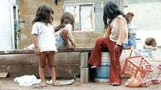 SALTA: EN 5 MESES LA CANTIDAD DE PERSONAS QUE ASISTEN A COMEDORES AUMENTO UN 41%   La fuerte suba de precios de alimentos impactó en el aumento de la demanda de comedores barriales Con la incontrolable inflación los tarifazos y los salarios en baja la pobreza y la indigencia continúan en ascenso en Salta y son cada vez más los niños que asisten a los comedores y merenderos barriales en busca de alimentos. Ya se nota la presencia de ancianos en busca de comida. Según un relevamiento realizado…
