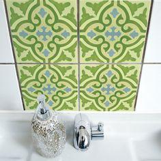 Ob es nun Risse oder Bohrlöcher abzudecken gilt, Sie Ihrem Badezimmer eine individuelle Note verpassen wollen oder das triste Weiß der Küchenkachel...