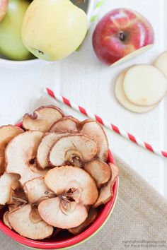 Homemade apple chips recipe on iheartnaptime.com ...yum!