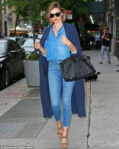 bf2dd8ef8f6 Miranda Kerr - Chic street fashion look inspiration Mode, Cheveux Miranda  Kerr, Style Miranda