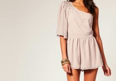 I'm totally in love with this dress ! Such a nice summer outfit !