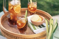 Pimm's cocktail - This classic english cocktail is ideal for warmer weather. Here's how to make a deliciously drinkable batch. Pimms Cocktail, Ginger Ale Cocktail, Cocktail Recipes, Drink Recipes, Fruit Drinks, Smoothie Drinks, Beverages, Smoothies, Christmas Lunch