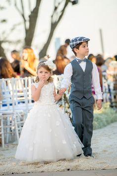 Daminha e pajem - Casamento Marla e Mike - roupa de daminha - roupa de pajem…