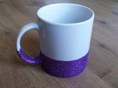 ¡Ahora se ha puesto de moda personalizar las tazas de desayuno! Desde pintarlas con rotuladores de cerámica o con esmalte de uñas, hasta diseñar unos orig