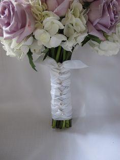 Wedding Bouquet Handle Decorations | Bouquet Handle Wedding Arrangements, Wedding Centerpieces, Flower Arrangements, Brooch Bouquets, Bride Bouquets, Diy Flowers, Wedding Flowers, Red Rose Bouquet, Wedding In The Woods