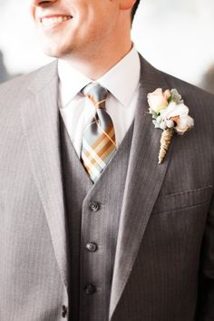 Grey groom look with plaid tie and rustic boutonniere | #groom #wedding #boutonniere
