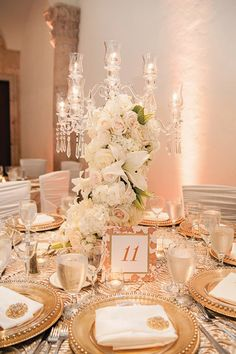 We have picked 40 beautiful wedding table decoration ideas for you to look at. Find your simple wedding table decorations here! Gold Wedding Theme, Mod Wedding, Wedding Themes, Elegant Wedding, Wedding Table, Wedding Flowers, Dream Wedding, Wedding Day, Perfect Wedding