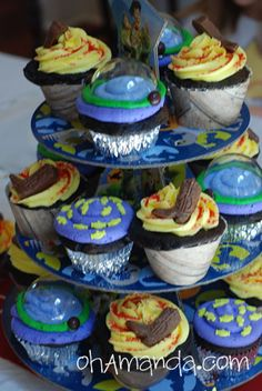 Toy Story 3 cupcakes for little boy birthday.  Davis is probably too old for this (and I'm probably too lazy to get this detail oriented), but these are *adorable*!!