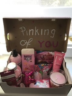 Trending Christmas Gifts For Teens Gift For Friend Girl, Diy Gifts For Friends, Birthday Gifts For Best Friend, Bff Gifts, Birthday Gifts For Boyfriend, Boyfriend Gifts, Cute Gifts, Girl Gifts, Roommate Gifts