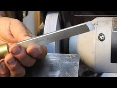 ▶ Sharpening a Skew Chisel Freehand: woodturning - YouTube