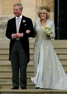 El príncipe Carlos de Gales y la duquesa Camilla de Cornualles el día de su boda el 9 de abril de 2005.