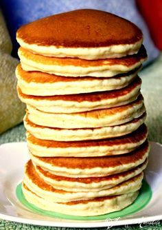 LIGHT AND FLUFFY PANCAKES - think I will try these but with buttermilk instead of evaporated milk