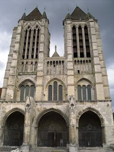 French Cathedrals, Church Architecture, Environmental Design, France, Old Buildings, Gothic Art, Kirchen, Temples, Decay