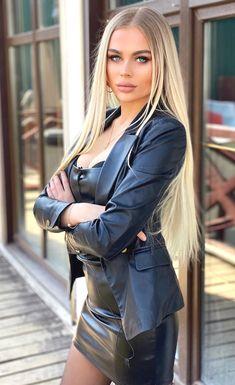 women in leather Mini Skirt Dress, Mini Skirts, Hot Dress, Sexy Rock, Elegantes Outfit, Sexy Latex, Leather Dresses, Leather Skirt, Hot Outfits
