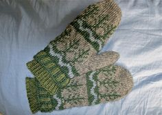 This is a simple pattern for beginners at stranded color patterns. The Lopi Light produces at warm, dense fabric that keeps your hands warm. The inner cuff closes out drafts. The pattern is the same on each side so the mitten can be worn on either hand.