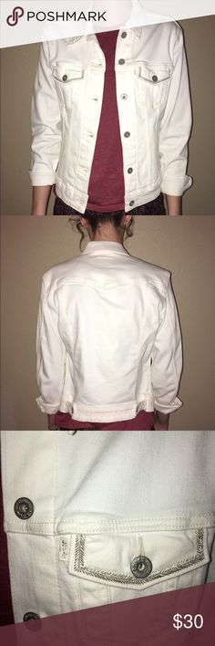 White Levi's jeans jacket Like new, perfect condition. Beautiful detailing :) Levi's Jackets & Coats Jean Jackets