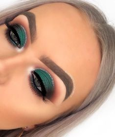 Brand new look today beauties! I looove creating deep dark green eye looks, usin. - Brand new look today beauties! I looove creating deep dark green eye looks, using Anastasia Beverly - Makeup For Green Eyes, Blue Eye Makeup, Glam Makeup, Skin Makeup, Makeup Inspo, Eyeshadow Makeup, Makeup Ideas, Makeup With Green Dress, Green Eyeshadow Look