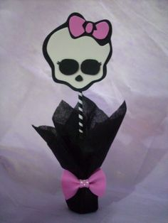 Centro de Mesa Caveirinha Monster High Cumple Monster High, Monster High Birthday, Monster High Party, Ladybug Party, Halloween, Girl Birthday, Minnie Mouse, Pastel, Ideas Party