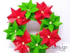 前に、ハロウィンのリースを折りましたが、それと全く同じ折り方で、今度はクリスマスのリースを作ってみました。