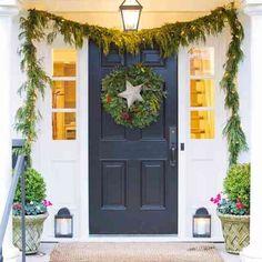 Déco Noël porte d'entrée avec courronne et étoile