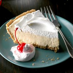 This go-to graham cracker pie crust recipe makes it easy to create a truly delectable homemade dessert. And graham cracker crust is just the beginning, pie fans. Diabetic Desserts, Köstliche Desserts, Frozen Desserts, Delicious Desserts, Dessert Recipes, Light Desserts, Diabetic Foods, Diabetic Recipes, Icebox Desserts