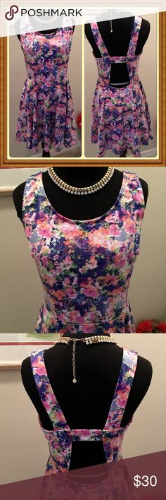 Like New Soprano Dress Cutout Back Juniors L Beautiful floral dress with cutout back. Daughter wore once. Juniors Large. Like new condition. Pullover, no zips or buttons! Soprano Dresses