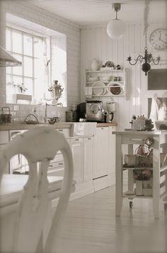 Lovely #shabby #white #kitchen