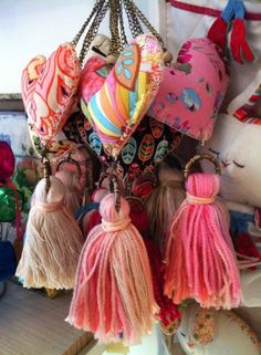 How to Craft Doll Dresses Diy Tassel, Tassels, Sewing Crafts, Sewing Projects, Diy And Crafts, Arts And Crafts, Fabric Hearts, Passementerie, Heart Crafts